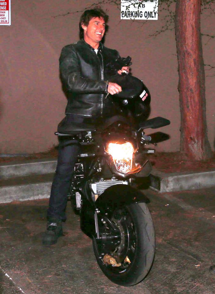 http://www.celebitchy.com/wp-content/uploads/2013/10/FFN_Cruise_Tom_SX_FF6FF8_101613_51235932.jpg