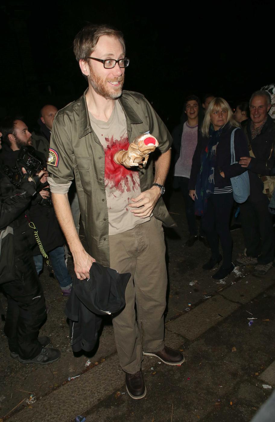 Cele|bitchy | Stephen Merchant dressed as John Hurt from Alien ...