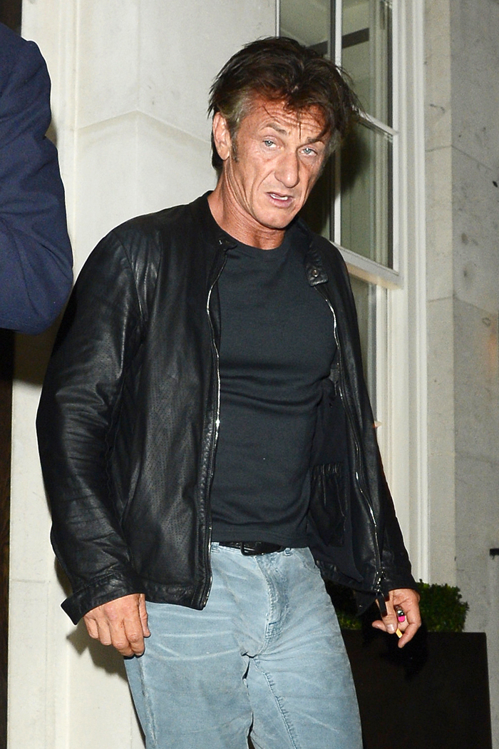 Cele|bitchy | �Sean Penn will make you eat your phone if you take ...