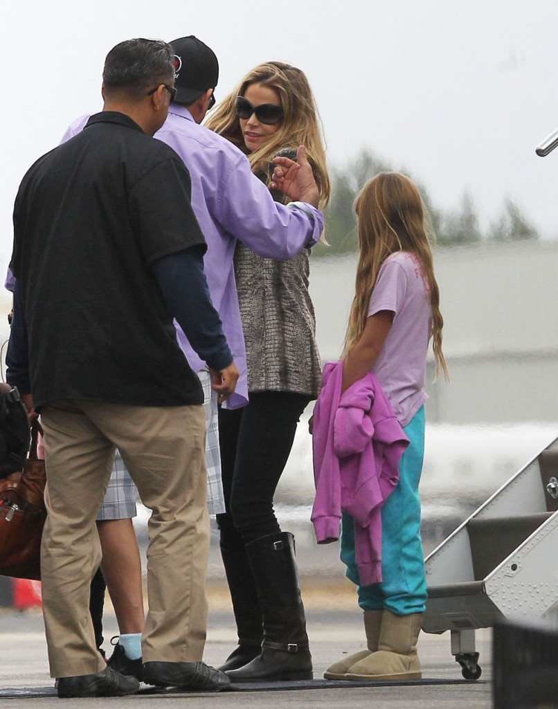 Semi-Exclusive... Charlie Sheen & Denise Richards Catch A Flight Out Of Van Nuys