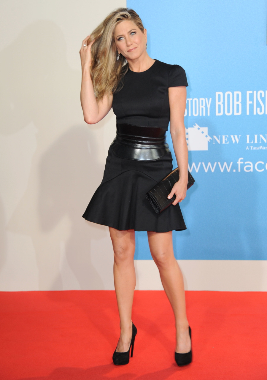 Cele Bitchy Jennifer Aniston Wishes Young Actresses Had Sexier Style Wore Less Makeup