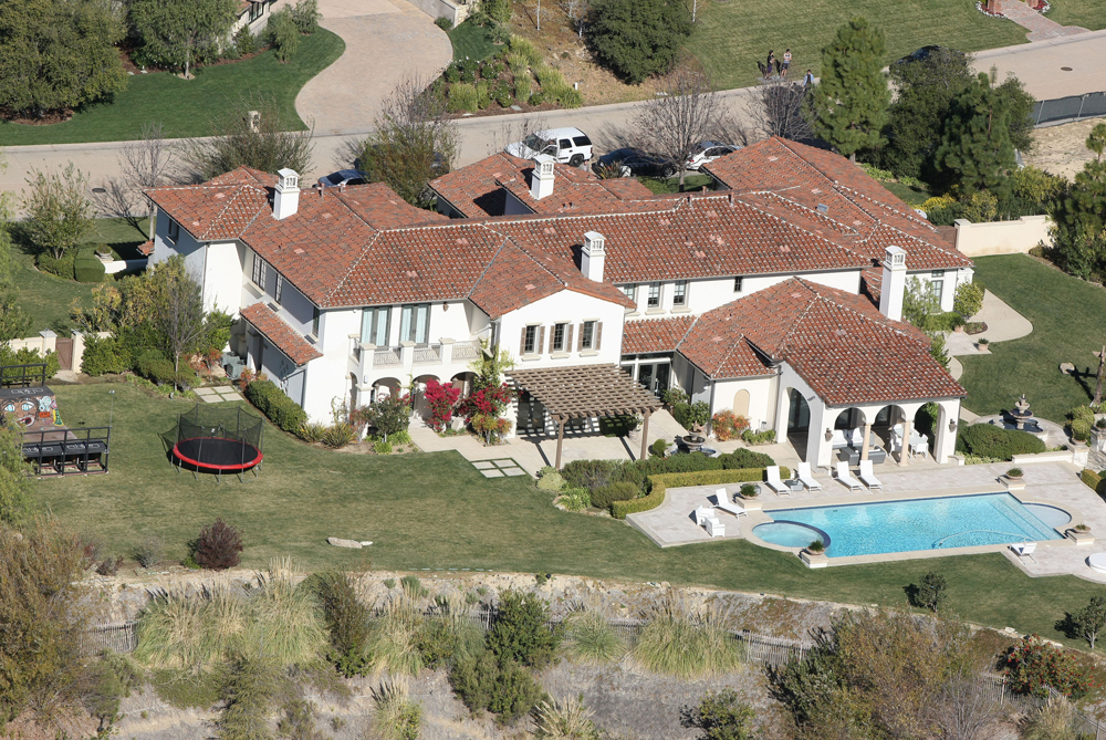 cele bitchy justin bieber s house raided by cops for