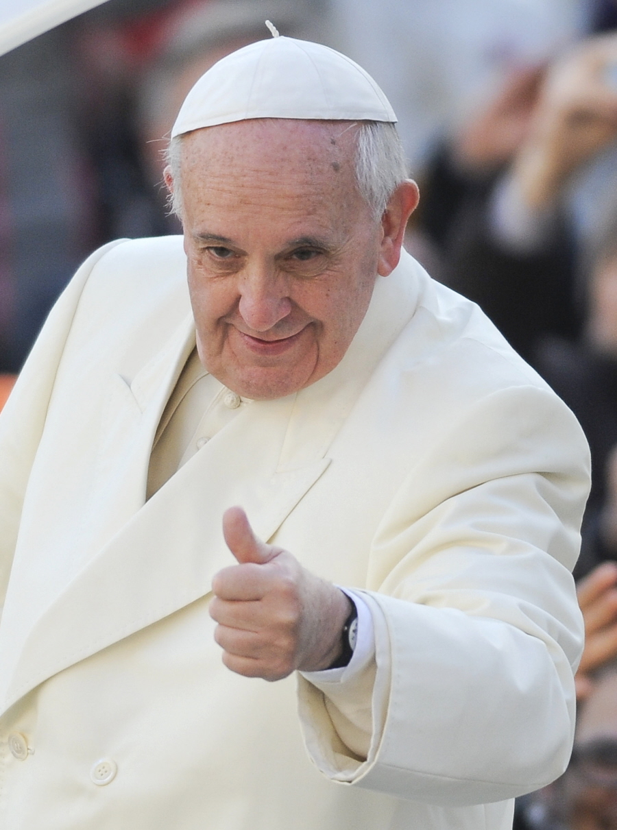Cele|bitchy | Pope Francis becomes the first pope to cover ...