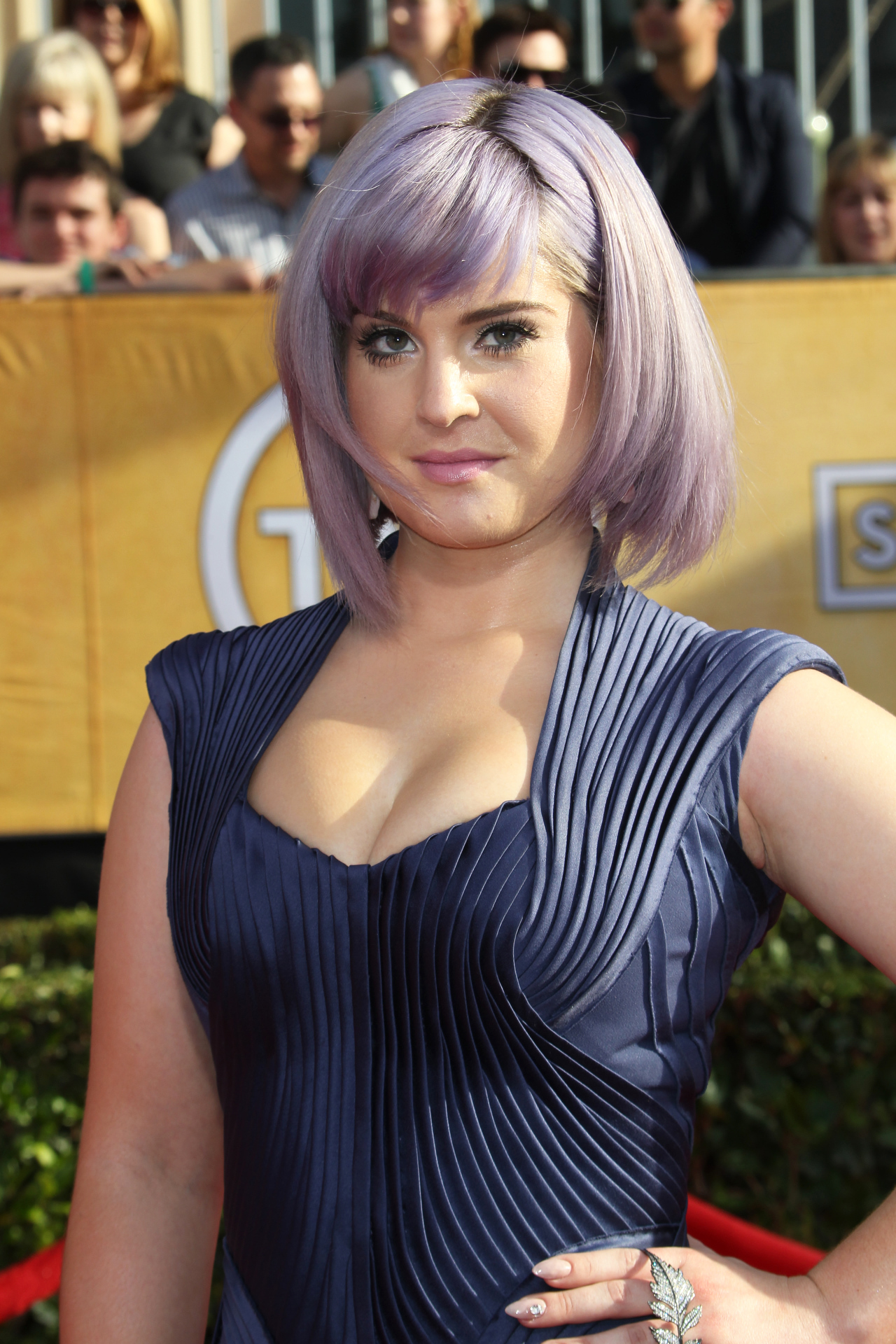 celebitchy kelly osbourne in all purple at the sags