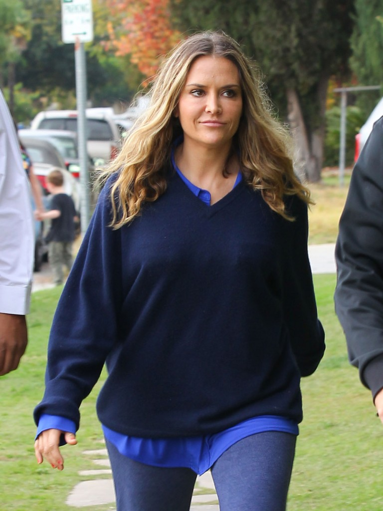 Brooke Mueller Picks Up Her Boys From School