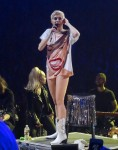 FFN_Cyrus_Miley_JPVEGAS_030214_51344077