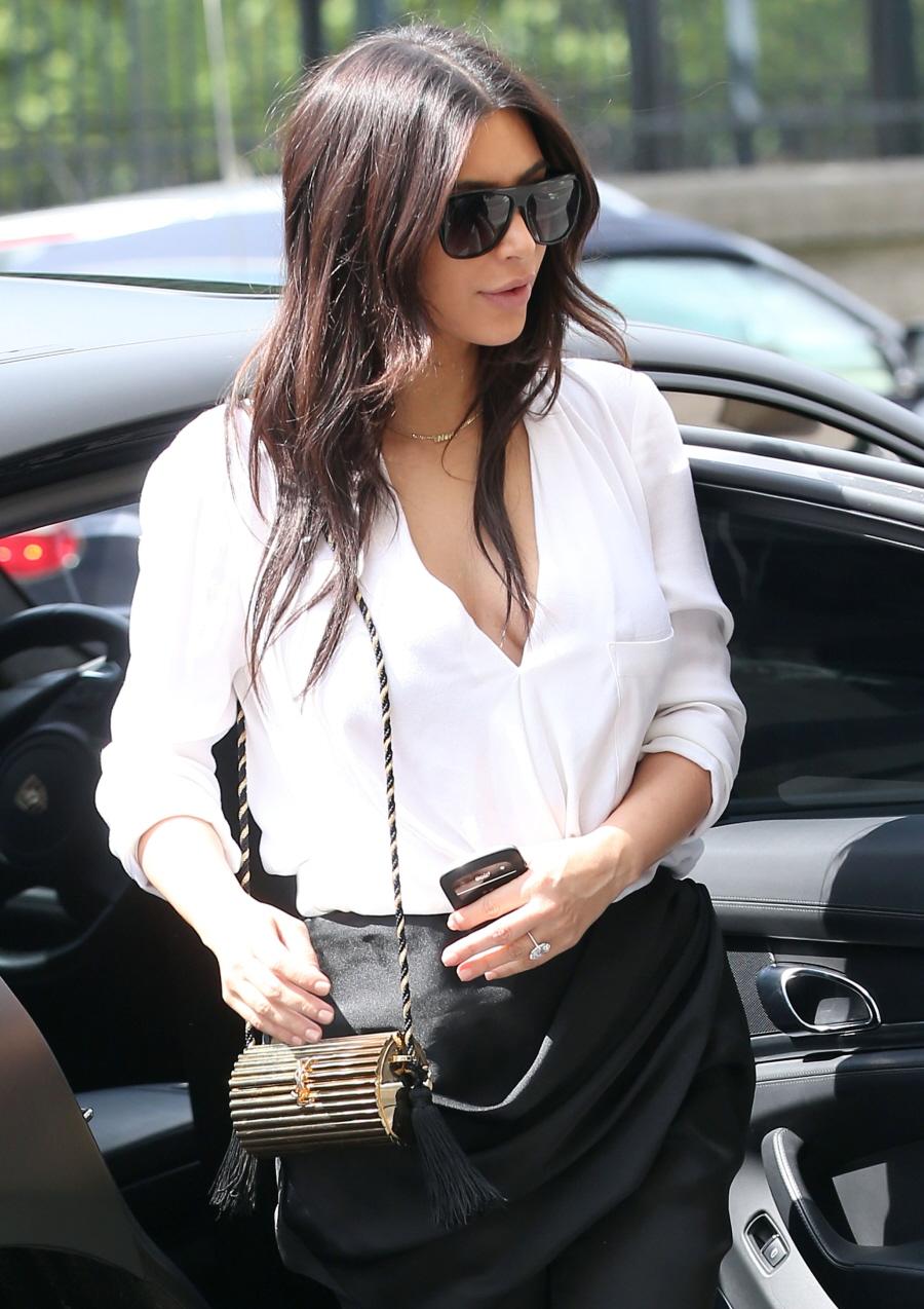 FFN_Kardashian_Kim_CHP_043014_51398042