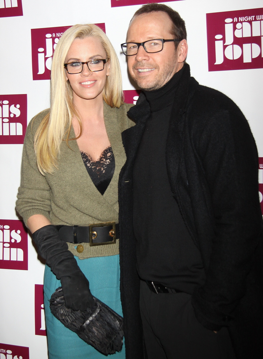 Cele Bitchy Jenny Mccarthy Announced Her Engagement To