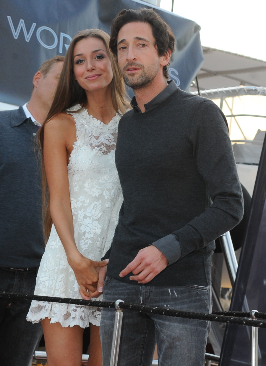 Adrien Brody parties in Cannes with his girlfriend Lara Lieto: try ... Adrien Brody