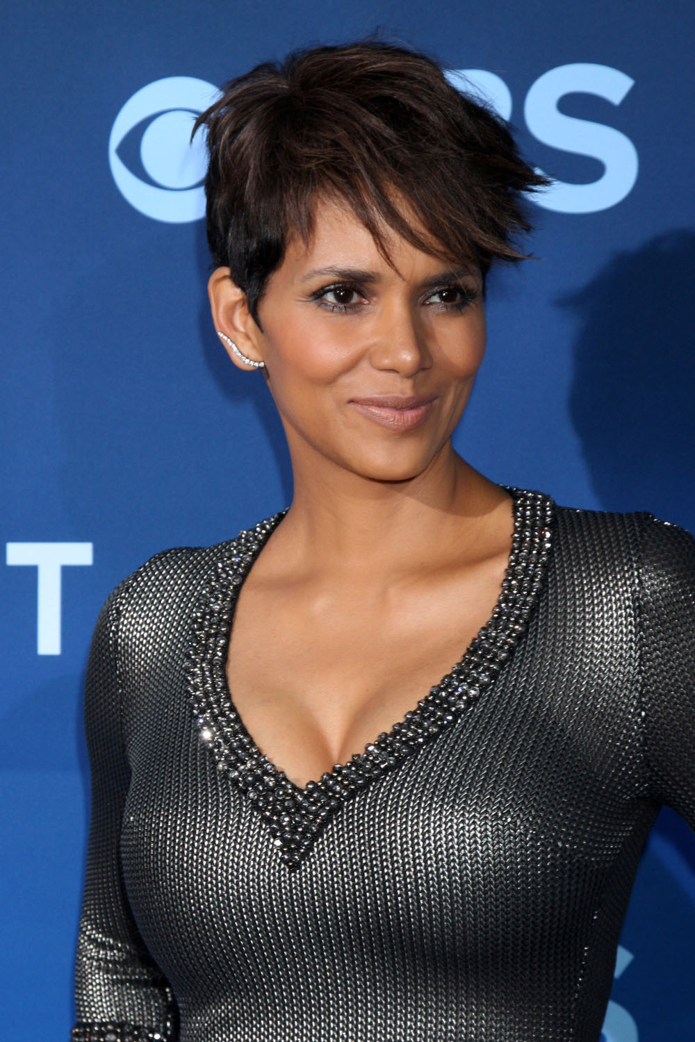 Cele|bitchy | Halle Berry: 'I love being pregnant – that's ... Halle Berry