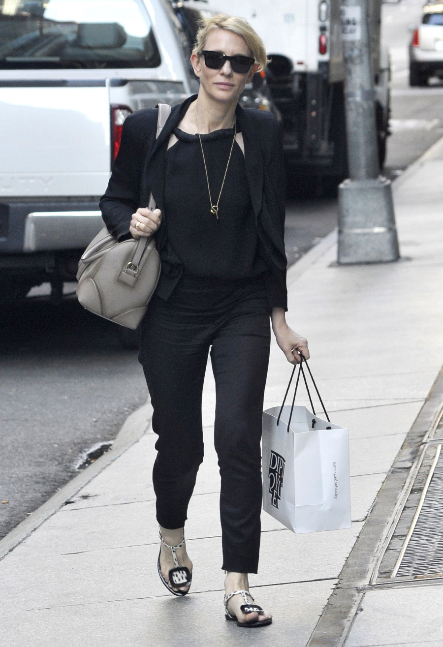 Cate Blanchett's NYC street style involves drop-crotch pants: fab or ... Cate Blanchett