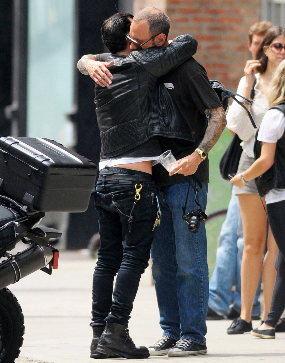Cele Bitchy Did Justin Theroux Freak Out On Some Fans