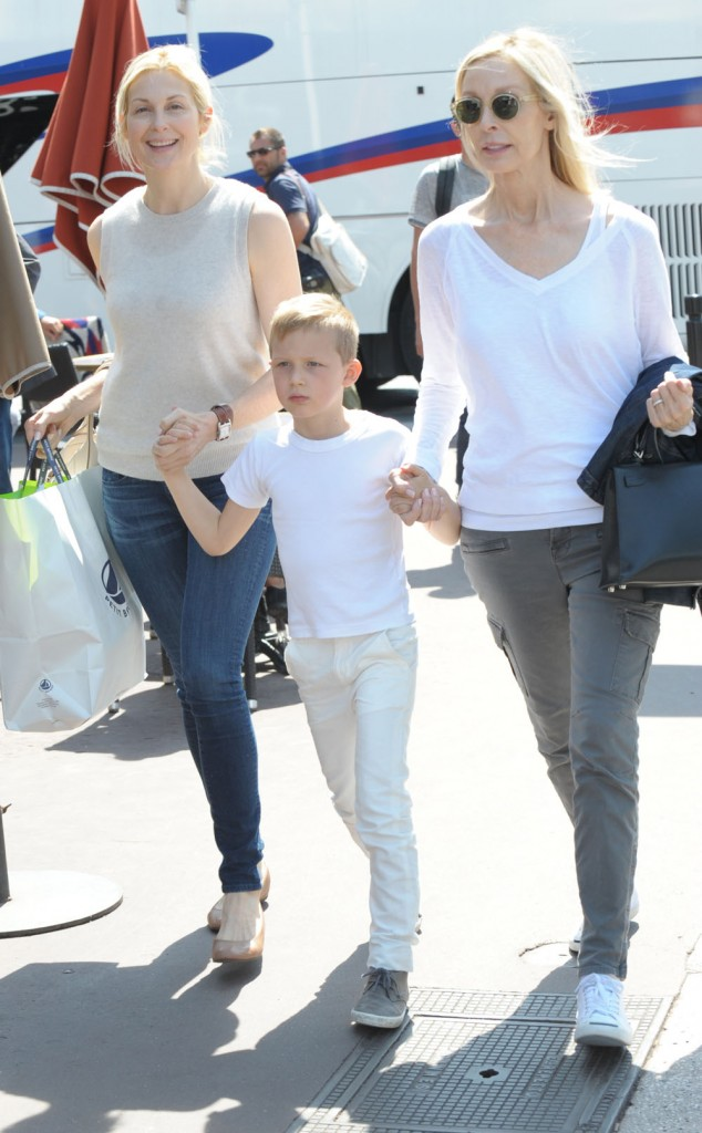 Kelly Rutherford leaving the Martinez