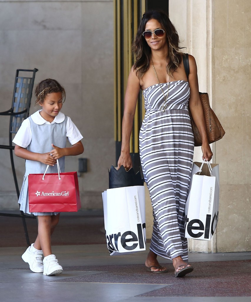 Halle Berry & Daughter Nahla Shopping At The Grove