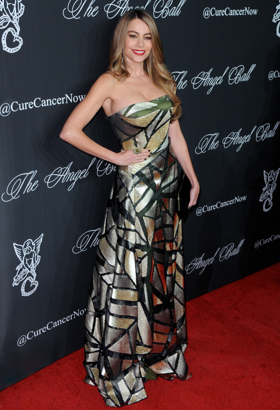 Cele bitchy blake lively ryan reynolds in his hers gucci at the angel ball sexy - Sofia gucci diva ...