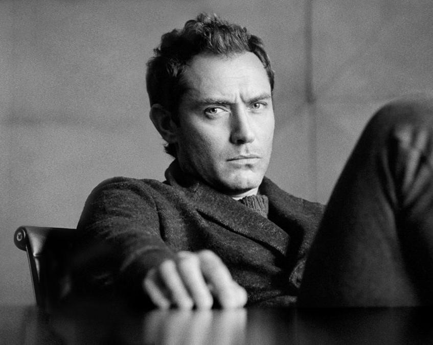 Cele|bitchy | Jude Law looks lovely in Mr. Porter, talks ... Jude Law School