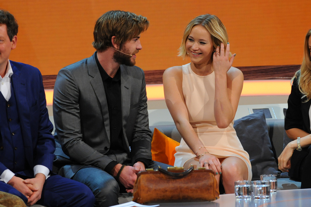 Are Jennifer Lawrence & Liam Hemsworth acting on their 'insane chemistry'?
