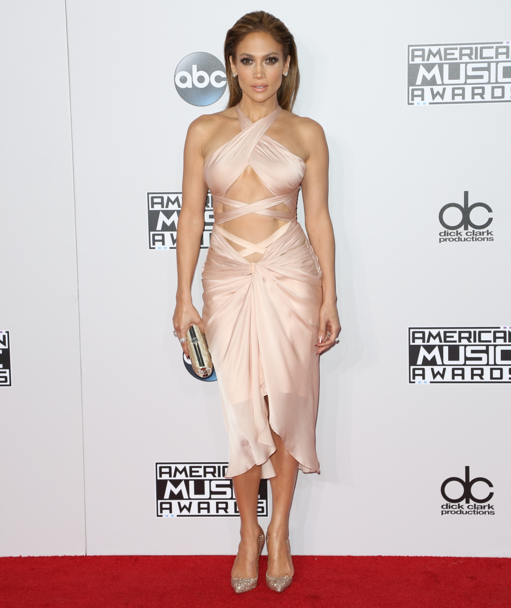 Jennifer Lopez in blush Reem Acra at the AMAs: flawless vampire or budget?