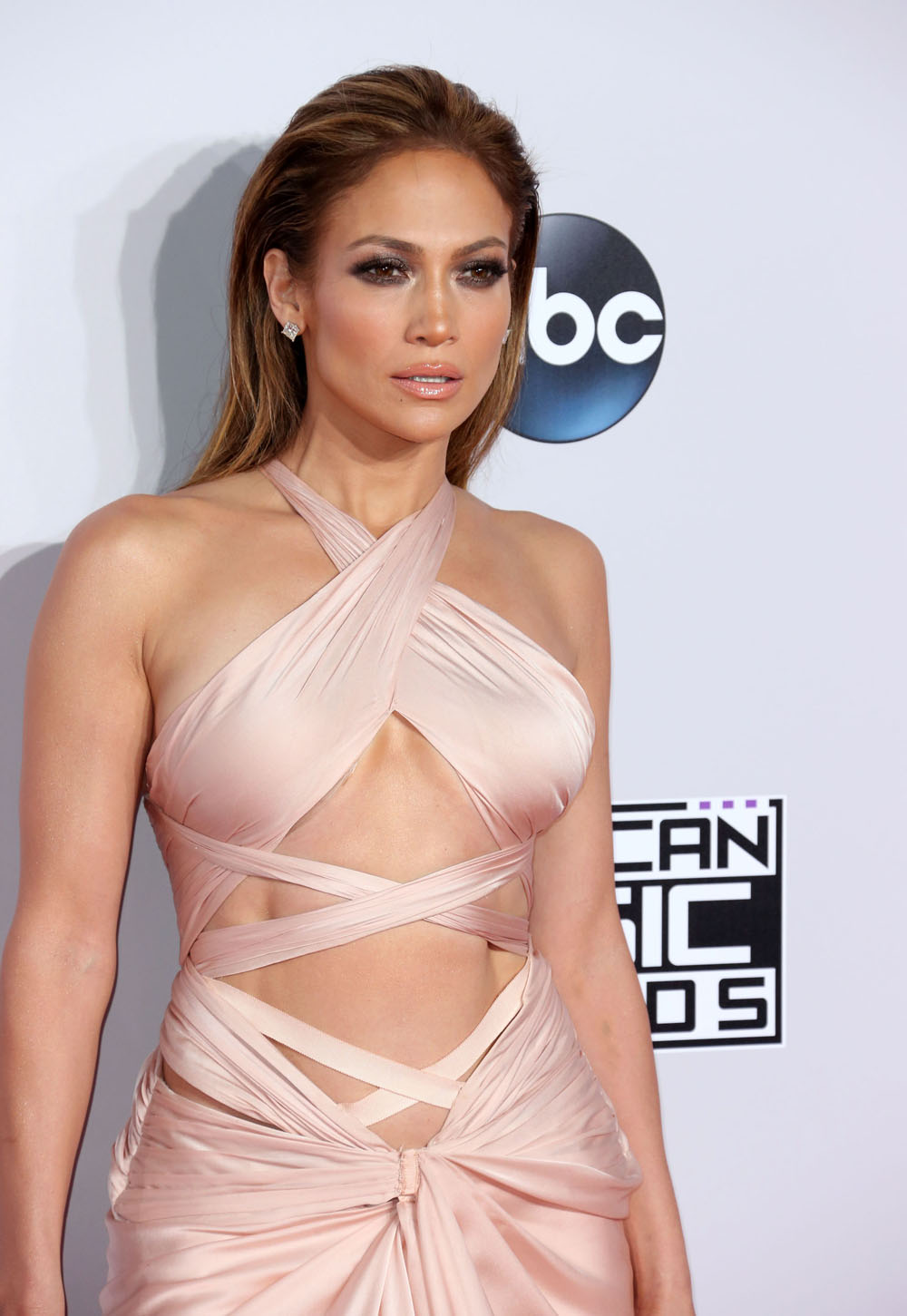 Jennifer Lopez shills cleanses, 'fat burning' pills: does this ...