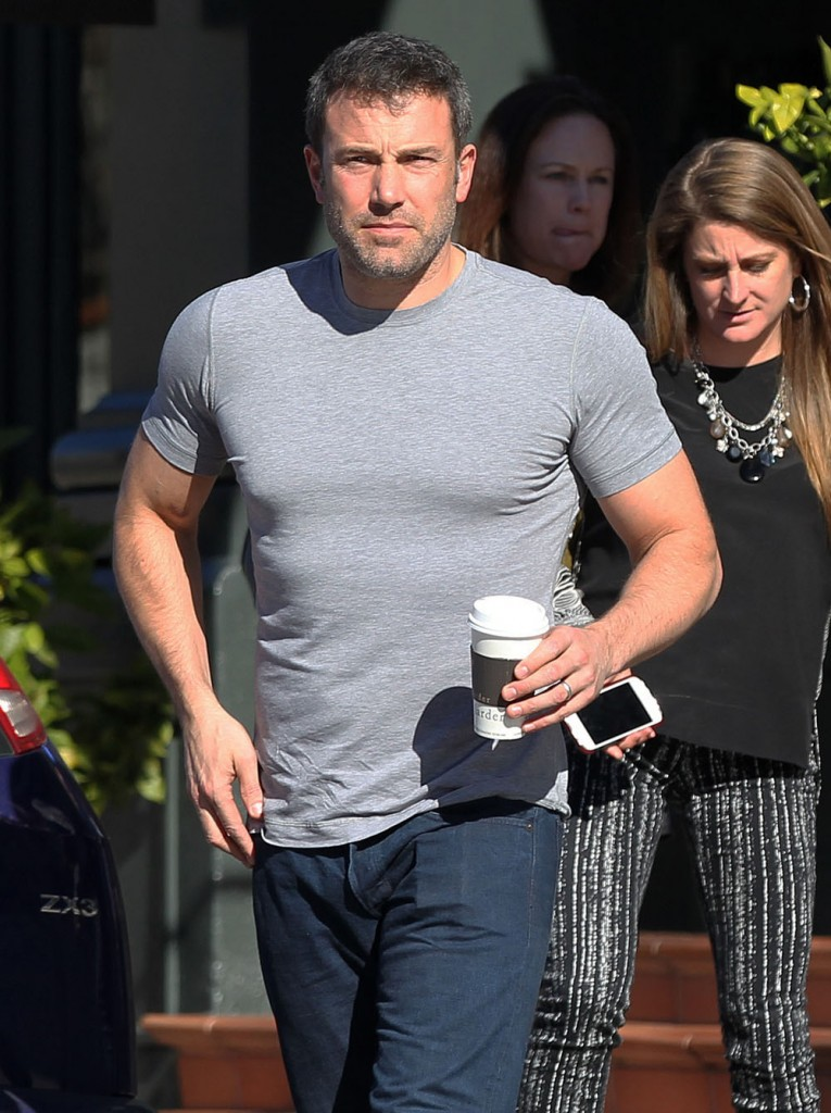 Ben Affleck Shows Off The Guns In Brentwood