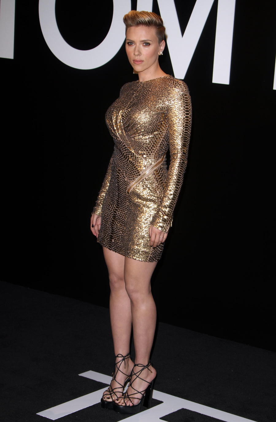 Cele|bitchy | Scarlett Johansson in body-con gold at the ...
