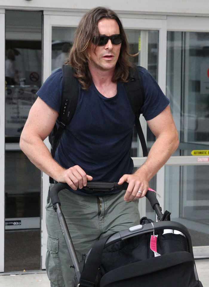Cele|bitchy | Christian Bale looks buff & hairy in New ... Ryan Gosling Workout