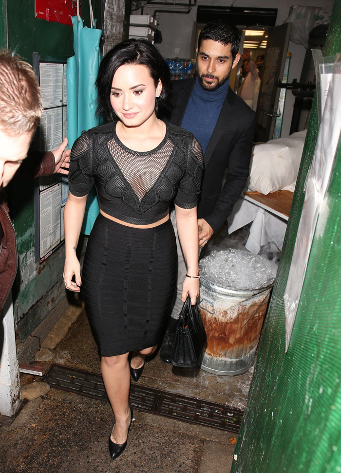 who is demi lovato dating today Today in this article we are going to tell you demi lovato dating history in details and also about her current boyfriend demi lovato is well known american actress, singer and songwriter as well who is famous for her acting in barney & friends.