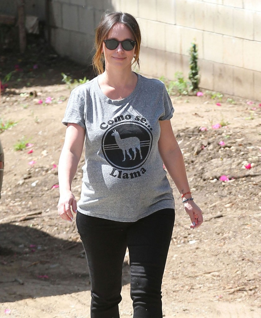 Exclusive... Pregnant Jennifer Love Hewitt Out And About In Santa Monica