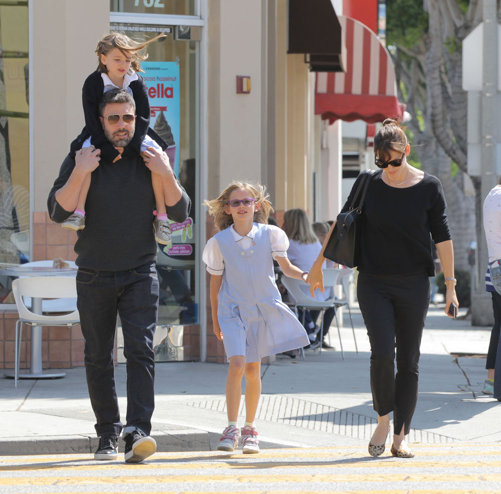 Ben & Jen Take Their Daughters Out For Ice Cream