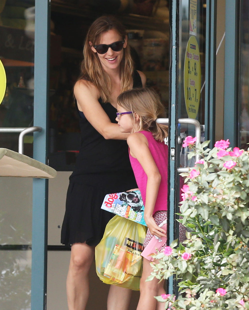 Jennifer Garner Wears Her Wedding Ring While Out In Atlanta With Her  Children