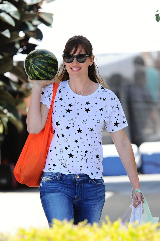 Ben Affleck and Jennifer Garner go to the Farmers Market