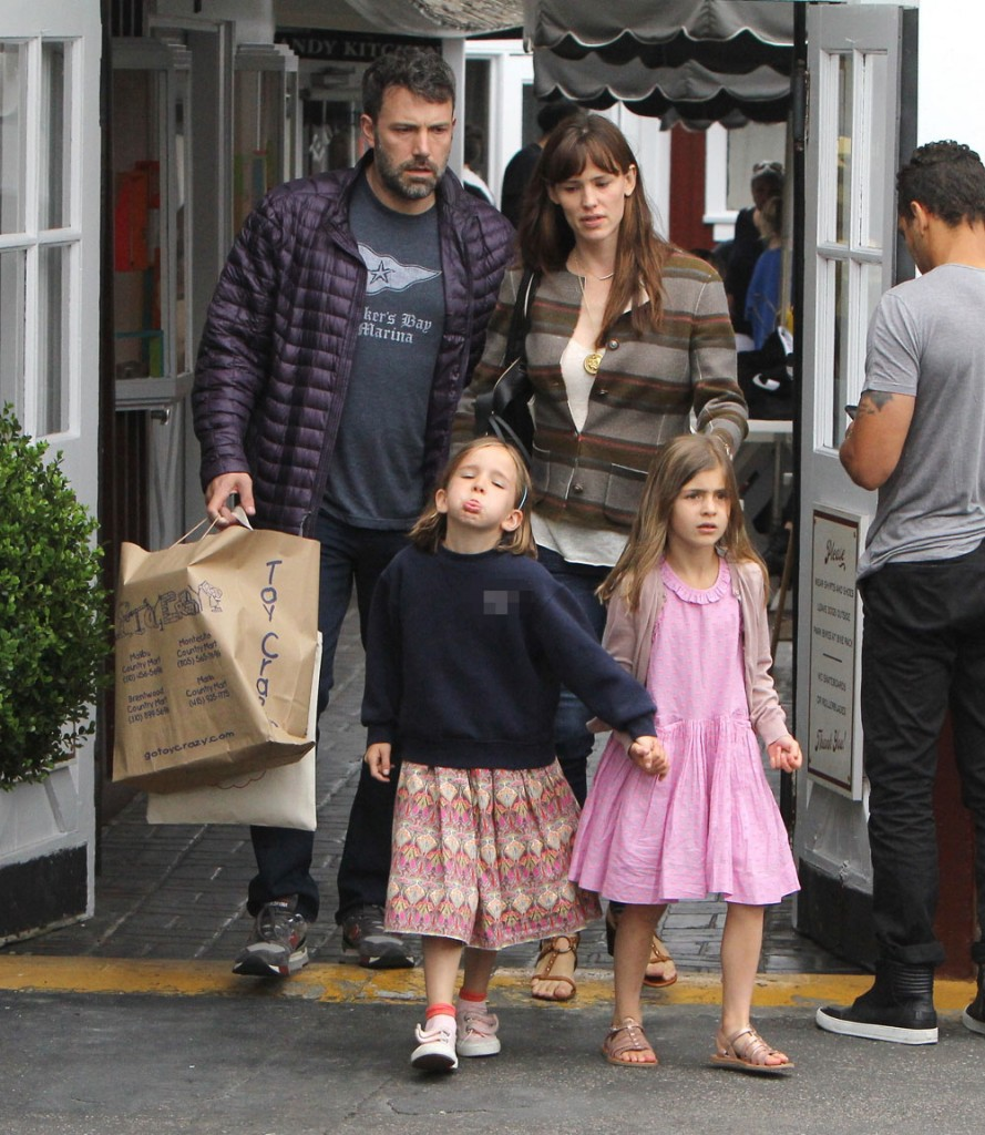 Jennifer Garner out shopping with Ben Affleck