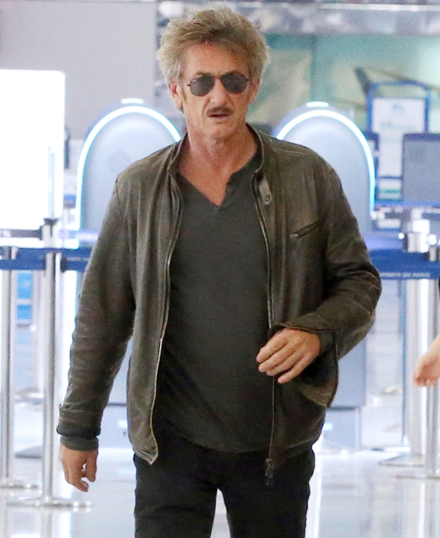 Sean Penn Dating Charlize Theron Or Scarlett Johansson Pictures to pin ...