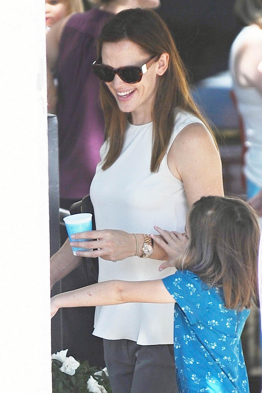 Jennifer Garner And Kids At Farmers Market