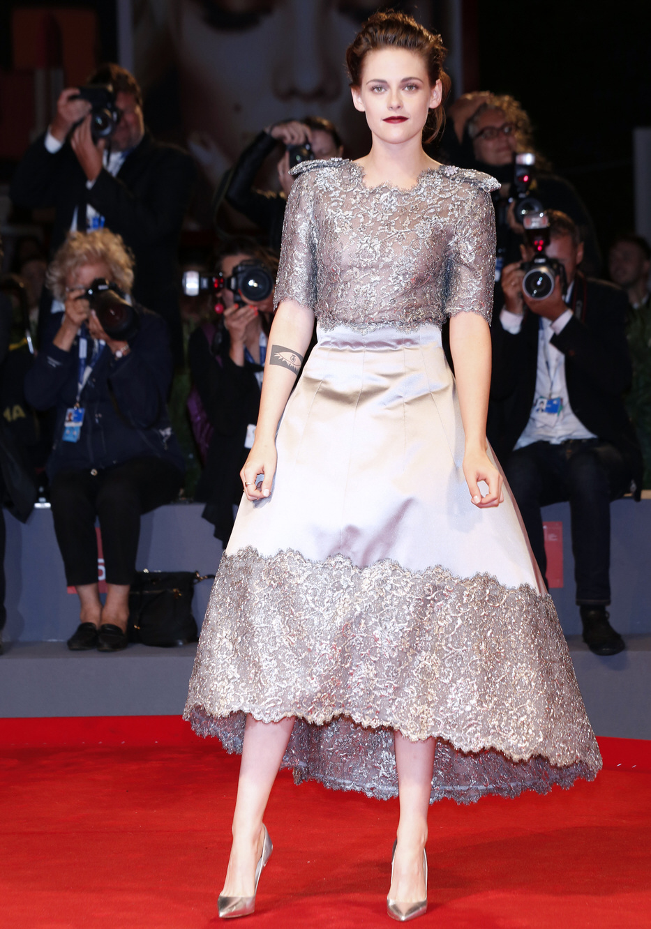 cele bitchy kristen stewart in chanel at the venice film festival lovely or boring. Black Bedroom Furniture Sets. Home Design Ideas