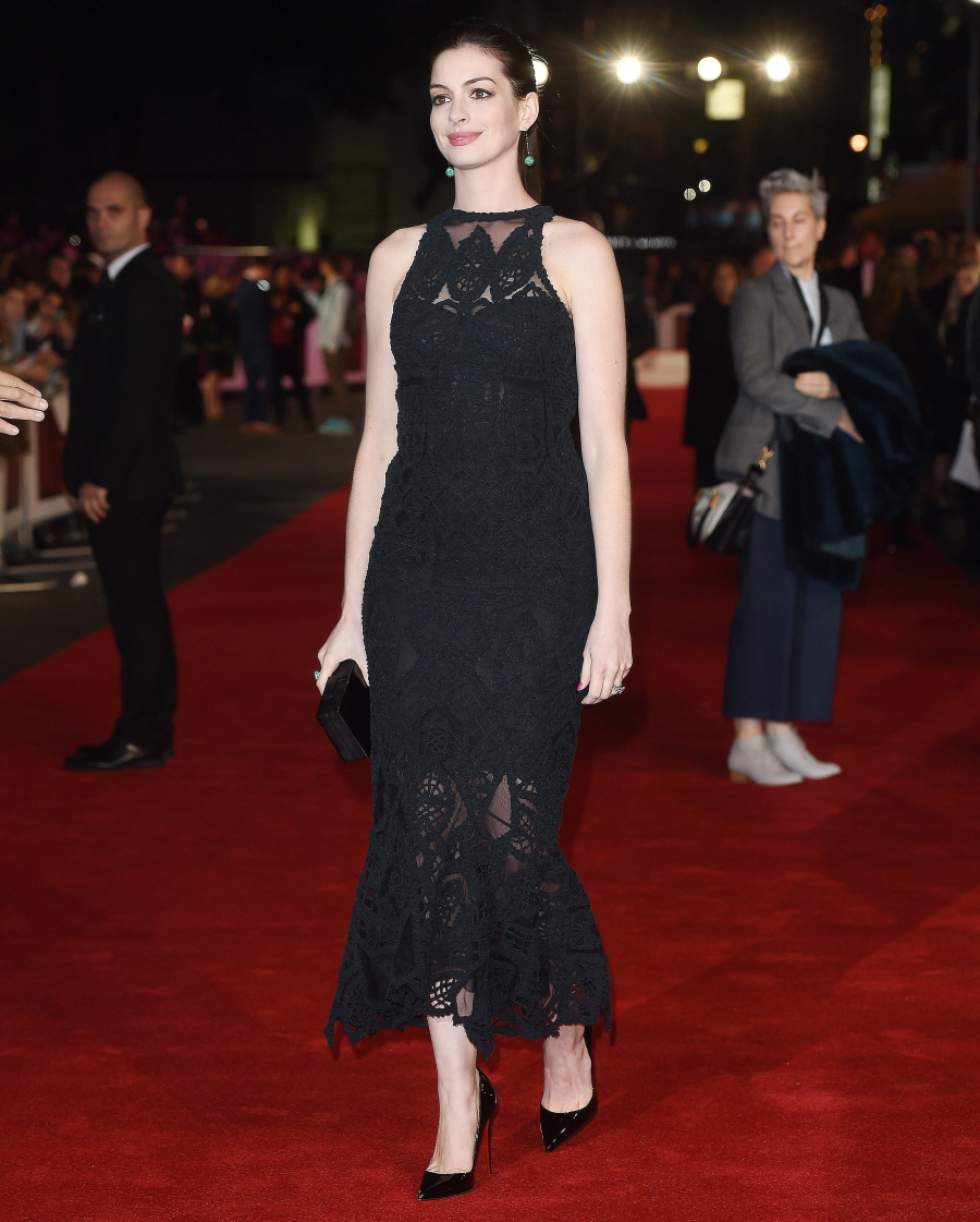 Anne Hathaway Brothers: Anne Hathaway In Jonathan Simkhai At UK