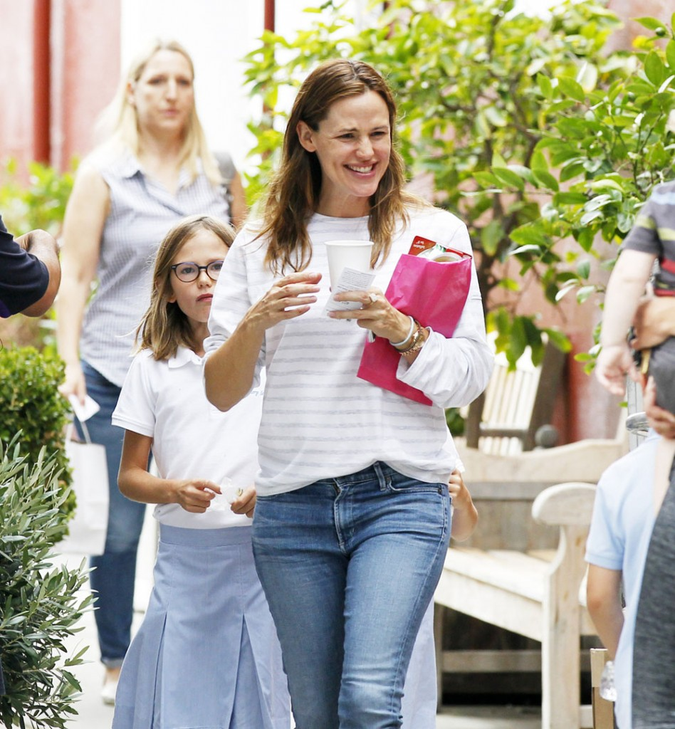 Jennifer Garner smiles after lunch with her daughters Violet and Seraphina in LA