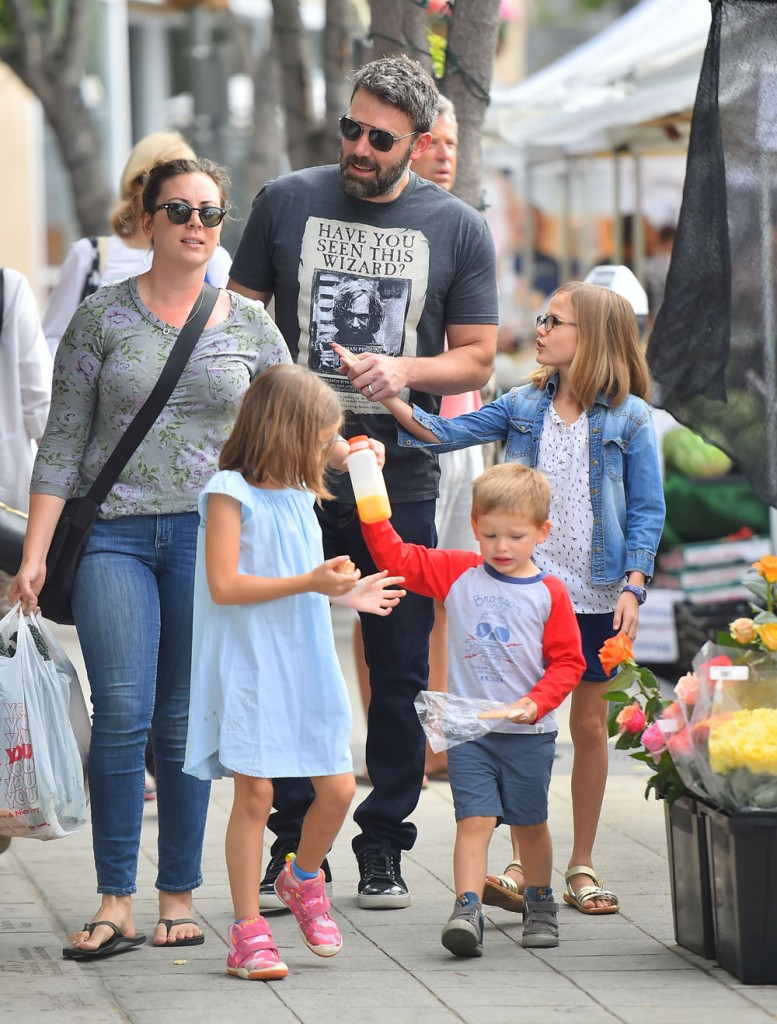 Ben Affleck takes his children to the Farmers Market