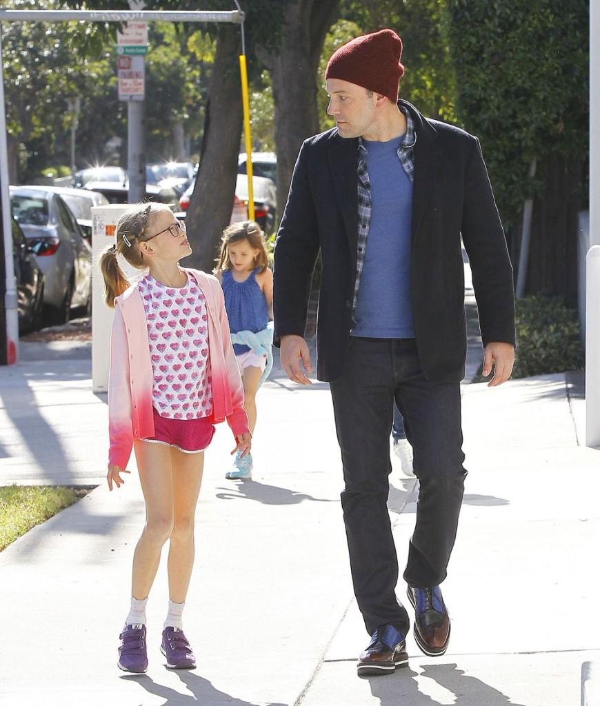 Ben Affleck & Jennifer Garner Stop By Cake Mix In West Hollywood