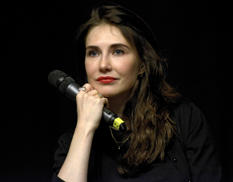 Cele bitchy guy pearce impregnated carice van houten with their