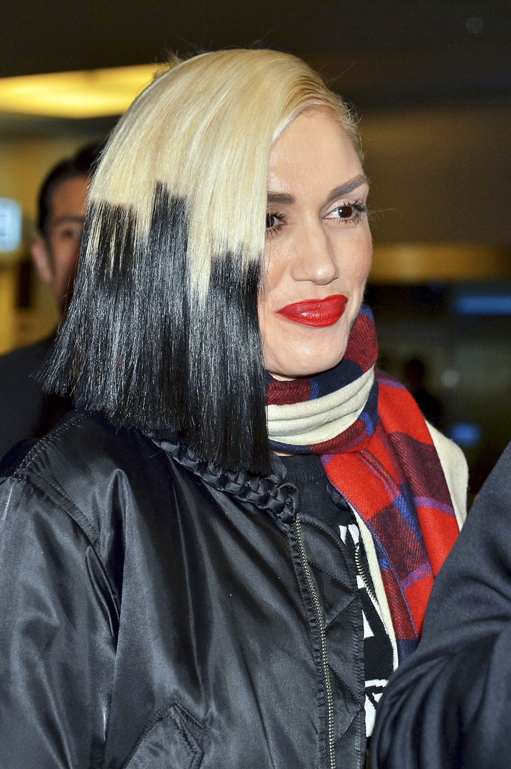 Cele|bitchy | Gwen Stefani sports black dip-dyed hair ... Gwen Stefani