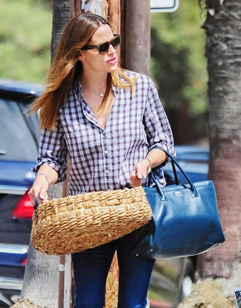 Exclusive... Jennifer Garner, Violet Affleck & Seraphina Affleck Out In LA
