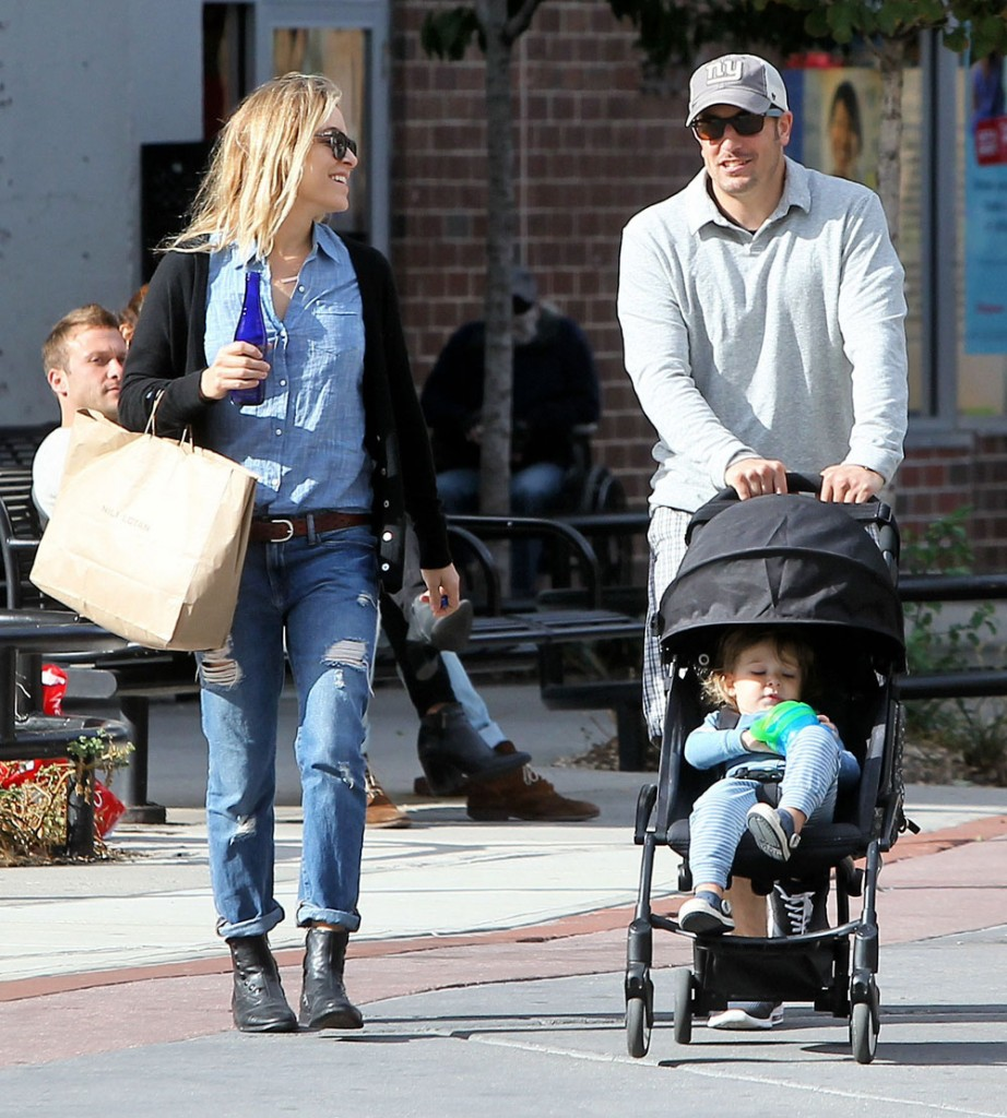 Exclusive... Jason Biggs & Family Shopping In New York