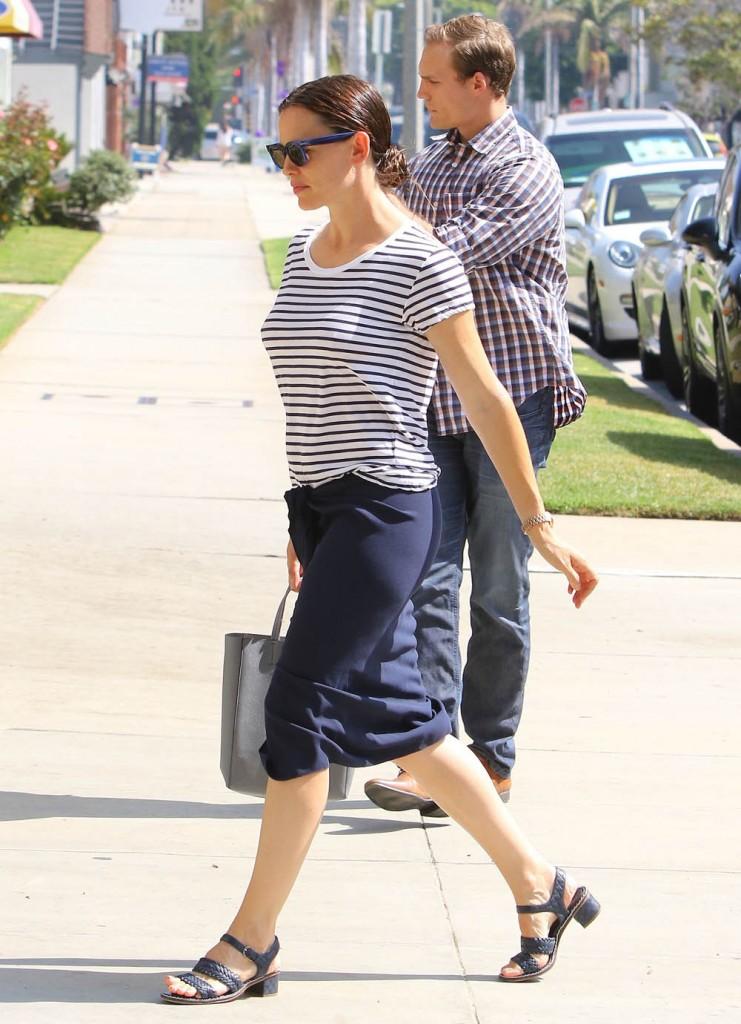 Jennifer Garner Takes Her Kids To Church