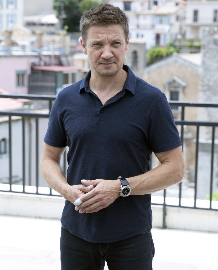 cele bitchy jeremy renner s ex wife claims he s refusing to pay ffn glen ian gtres 061716 52095970