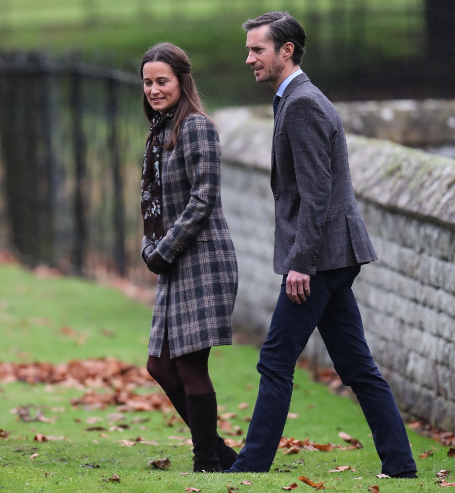 wenn30653717  bitchy | The Cambridges & the Middletons did a church photo-op for Christmas wenn30653717