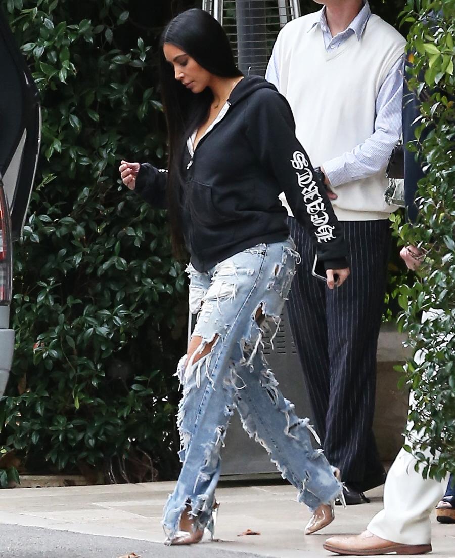 FFN_Kardashian_Kim_ROC_FF9_010417_52272565  bitchy | Kim Kardashian pap-strolled in gloriously hideous denims: did you miss this? FFN Kardashian Kim ROC FF9 010417 52272565
