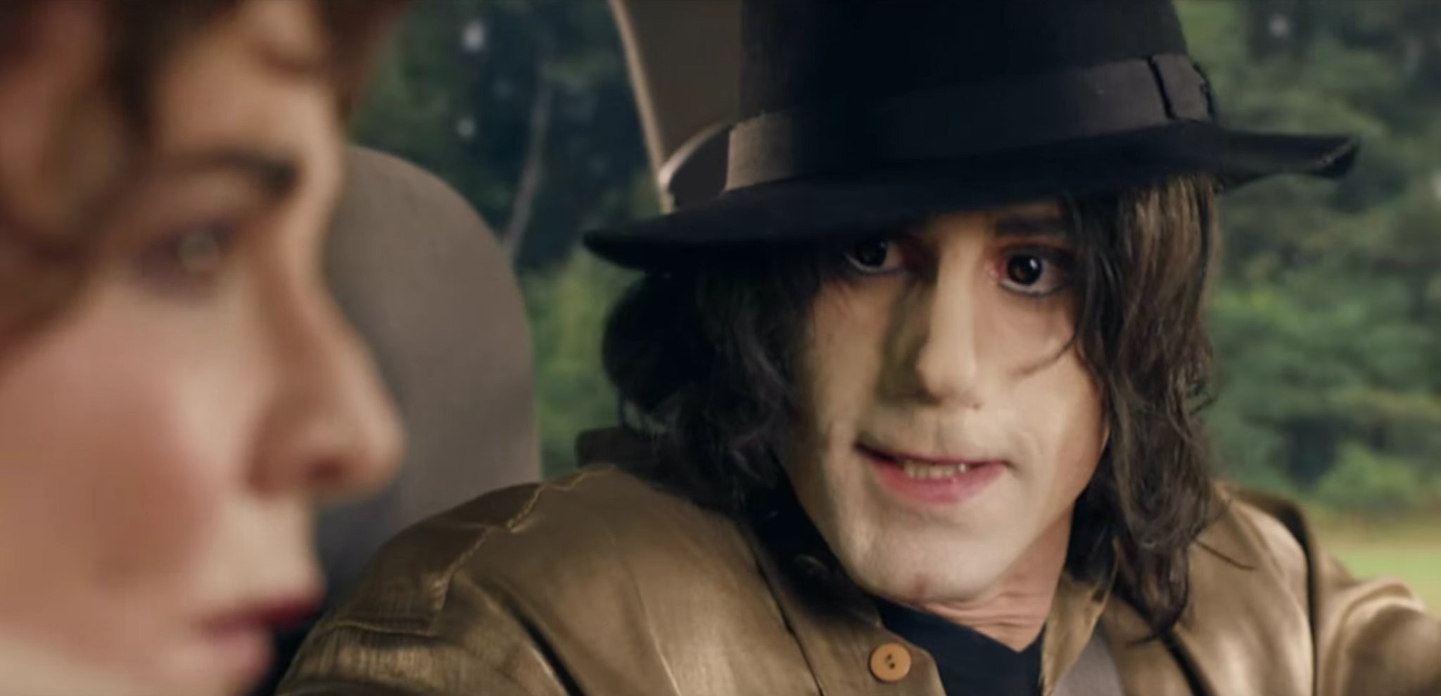 fiennes  bitchy   That Joseph Fiennes-as-Michael Jackson present has been cancelled, fortunately fiennes
