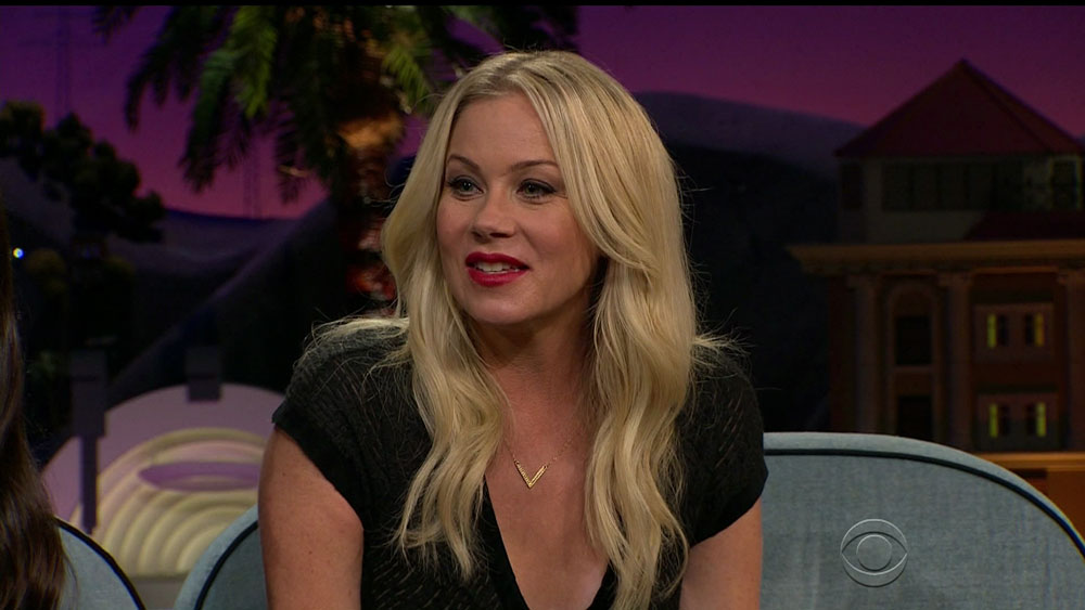wenn28704277  bitchy | Christina Applegate to pro-Trump trolls: 'I grew up in an abusive house' wenn28704277