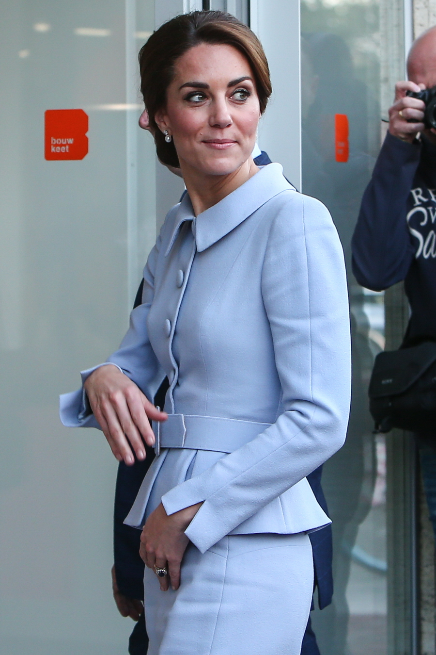 wenn29664762  bitchy | DM: Does Duchess Kate clutch her crotch to keep away from shaking arms? wenn29664762